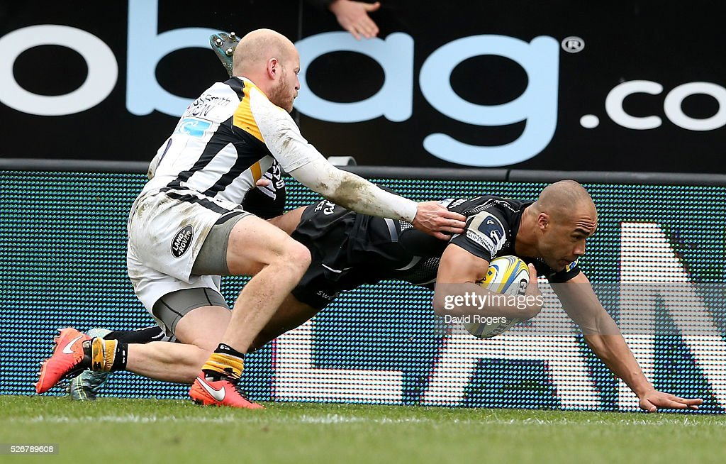Olly Woodburn of Exeter dives over for the first try despite being tackled by <a gi-track='captionPersonalityLinkClicked' href=/galleries/search?phrase=Joe+Simpson+-+Joueur+de+rugby+%C3%A0+XV&family=editorial&specificpeople=15126852 ng-click='$event.stopPropagation()'>Joe Simpson</a> during the Aviva Premiership match between Exeter Chiefs and Wasps at Sandy Park on May 1, 2016 in Exeter, England.