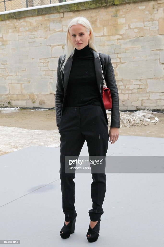 <a gi-track='captionPersonalityLinkClicked' href=/galleries/search?phrase=Olympia+Scarry&family=editorial&specificpeople=642366 ng-click='$event.stopPropagation()'>Olympia Scarry</a> arrives to attend the Christian Dior Spring/Summer 2013 Haute-Couture show as part of Paris Fashion Week at on January 21, 2013 in Paris, France.