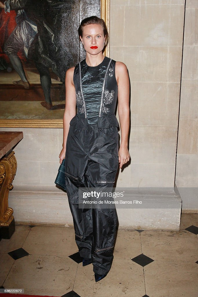 <a gi-track='captionPersonalityLinkClicked' href=/galleries/search?phrase=Olympia+Scarry&family=editorial&specificpeople=642366 ng-click='$event.stopPropagation()'>Olympia Scarry</a> attends Christian Dior showcases its spring summer 2017 cruise collection at Blenheim Palace on May 31, 2016 in Woodstock, England.