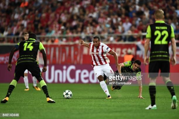 Olympiacos' Belgian midfielder Vadis Odjida Ofoe outruns Sporting Lisbon's Argentinian midfielder Rodrigo Battaglia during the UEFA Champions League...