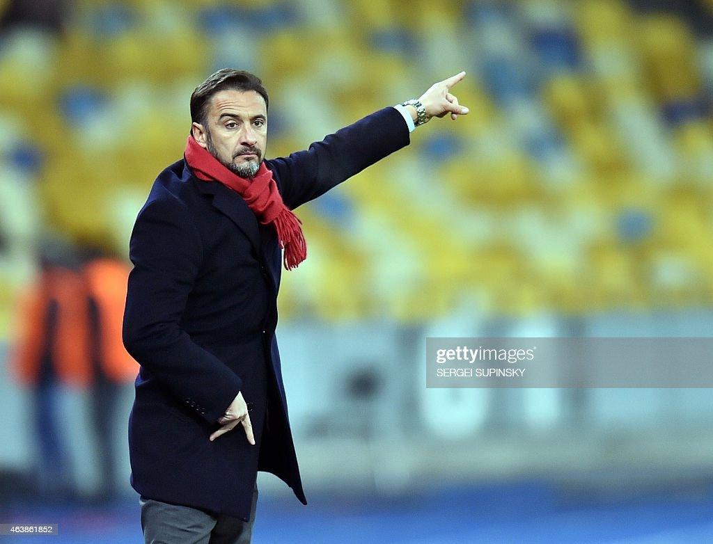 Olympiacos FC coach Vitor Manuel De Oliveira Lopes Pereira reacts during the UEFA Europa League round of 32 first leg football match FC Dnipro vs Olympiacos FC in Kiev, on February 19, 2015. AFP PHOTO/ SERGEI SUPINSKY