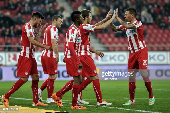 Olympiacos FC players celebrate during the Greek Superleague match between Olympiacos FC and Panionios GSS at the Karaiskaki Stadium on February 5...
