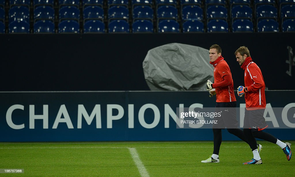 Olympiacos' Irish goalkeeper Roy Carroll (R) and Olympiacos' Hungarian goalkeeper Balazs Megyeri warm up during a training session in Gelsenkirchen, western Germany, on November 20, 2012, on the eve of the UEFA Champions League football match against FC Schalke 04.