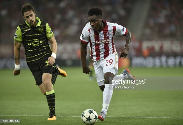 Olympiacos' Nigerian Defender Emmanuel Emenike fights for the ball with Sporting Lisbon's Uruguayan defender Sebastian Coates during the Group D UEFA...