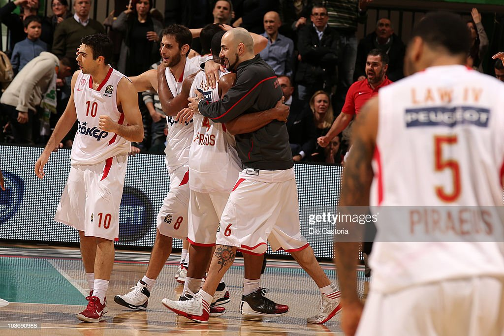 Olympiacos Piraeus players celebrate during the 2012-2013 Turkish Airlines Euroleague Top 16 Date 11 between Montepaschi Siena v Olympiacos Piraeus at Palaestra on March 14, 2013 in Siena, Italy.