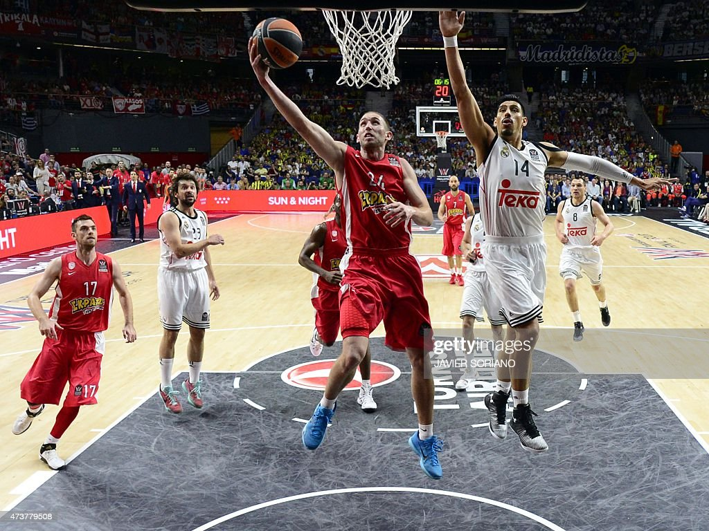 Olympiacos Piraeus' US guard Matthew Lojeski vies with Real Madrid's Mexican center Gustavo Ayon during the Euroleague Final Four basketball match...
