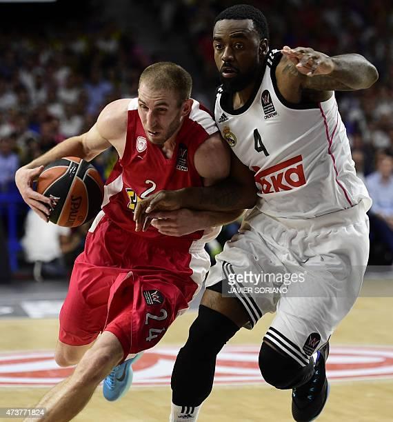 Olympiacos Piraeus' US guard Matthew Lojeski vies with Real Madrid's US guard Kelvin Rivers during the Euroleague Final Four basketball match final...