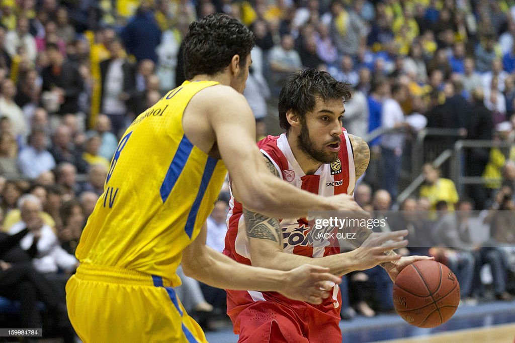 Olympiacos Piraeus's Greek forward Georgios Printezis (R) vies with Maccabi Tel Aviv's Israeli forward Lior Eliyahu (L) during their Euroleague Top 16 basketball match, game 05, between Maccabi Tel Aviv Electra and Olympiacos Piraeus, on January 24, 2013 at the Nokia stadium in the Mediterranean coastal city of Tel Aviv, Israel. AFP PHOTO / JACK GUEZ