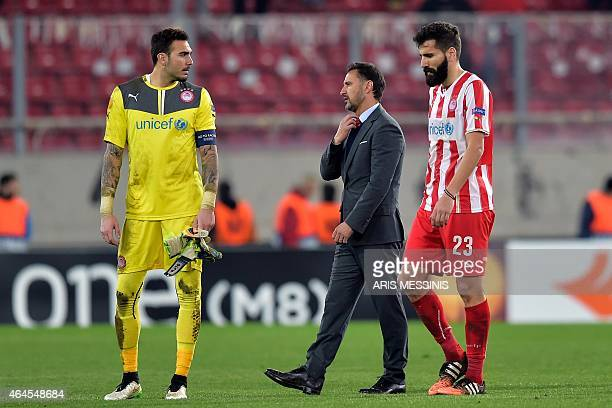 Olympiacos' Portuguese head coach Vitor Pereira reacts after the the UEFA Europa League Round of 32 football match Olympiacos FC vs FK Dnipro in...