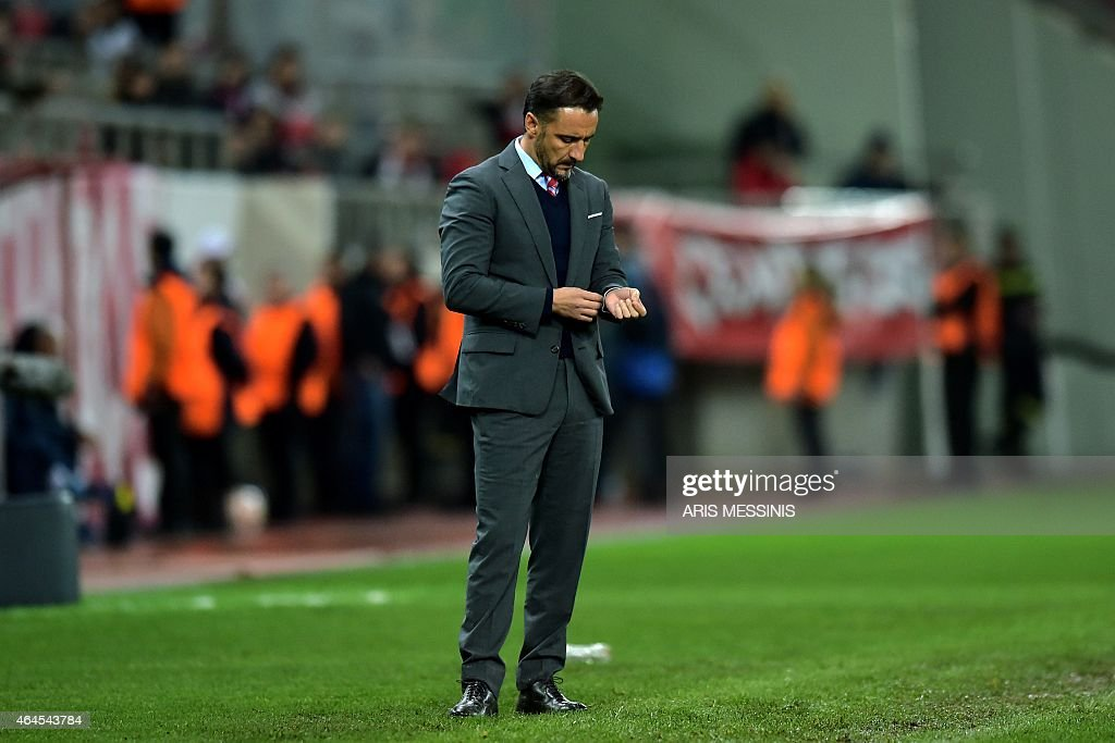 Olympiacos' Portuguese head coach <a gi-track='captionPersonalityLinkClicked' href=/galleries/search?phrase=Vitor+Pereira+-+Soccer+Coach&family=editorial&specificpeople=8936057 ng-click='$event.stopPropagation()'>Vitor Pereira</a> reacts during the UEFA Europa League Round of 32 football match Olympiacos FC vs FK Dnipro in Athens on February 26, 2015. AFP PHOTO / ARIS MESSINIS
