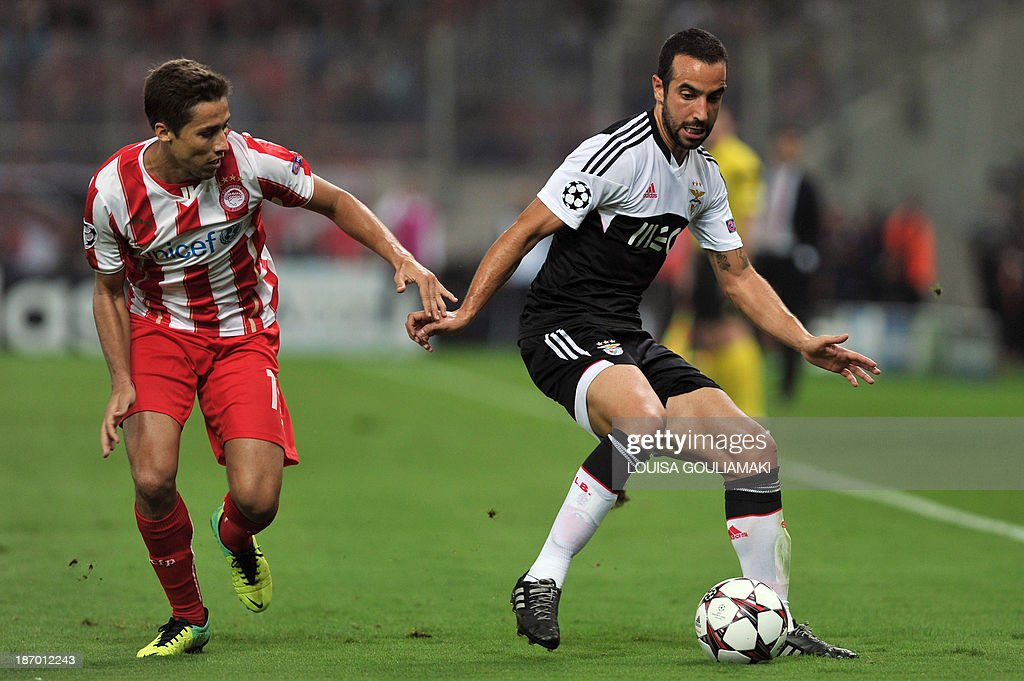 Olympiacos' spanish midfielder David Fuster vies for the ball with Benefica's Portuguese midfielder Ruben Amorim during the UEFA Champions League...
