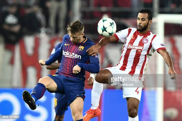 Olympiakos' FrenchTogolese midfielder Alaixys Romao vies with Barcelona's Spanish forward Gerard Deulofeu during the UEFA Champions League group D...