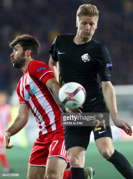 Olympiakos' Iranian forward Karim Ansarifard and Osmanlispor's Czech defender Vaclav Prochazka go for the ball during the UEFA Europa League round of...