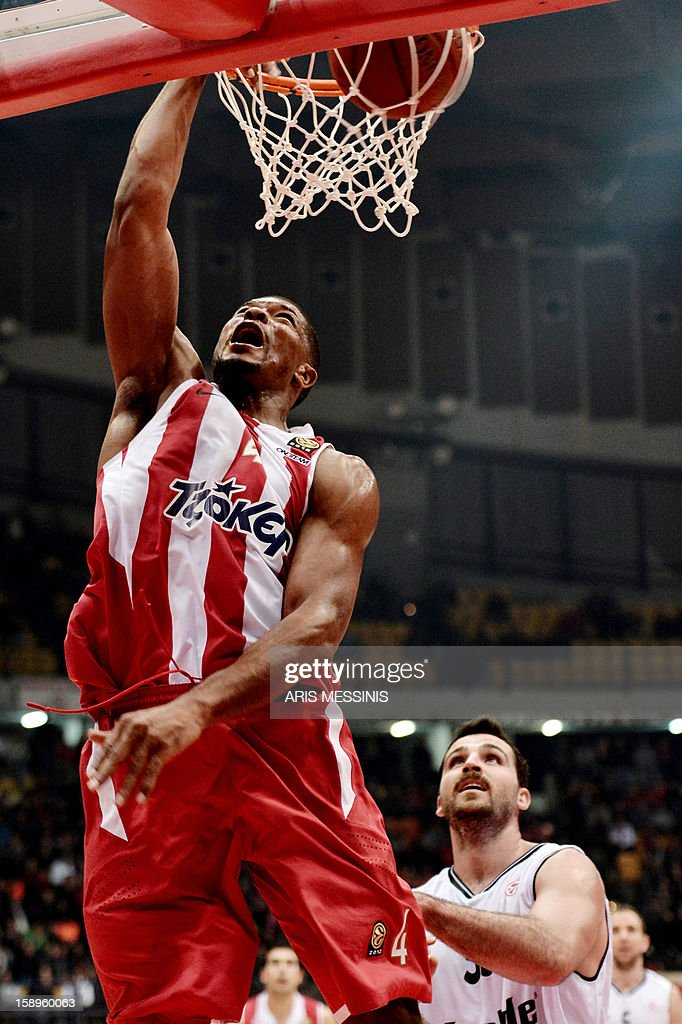 Olympiakos' Kyle Hines (L) dunks against Besiktas during an Euroleague top 16 basketball game in Athens on January 4, 2013.