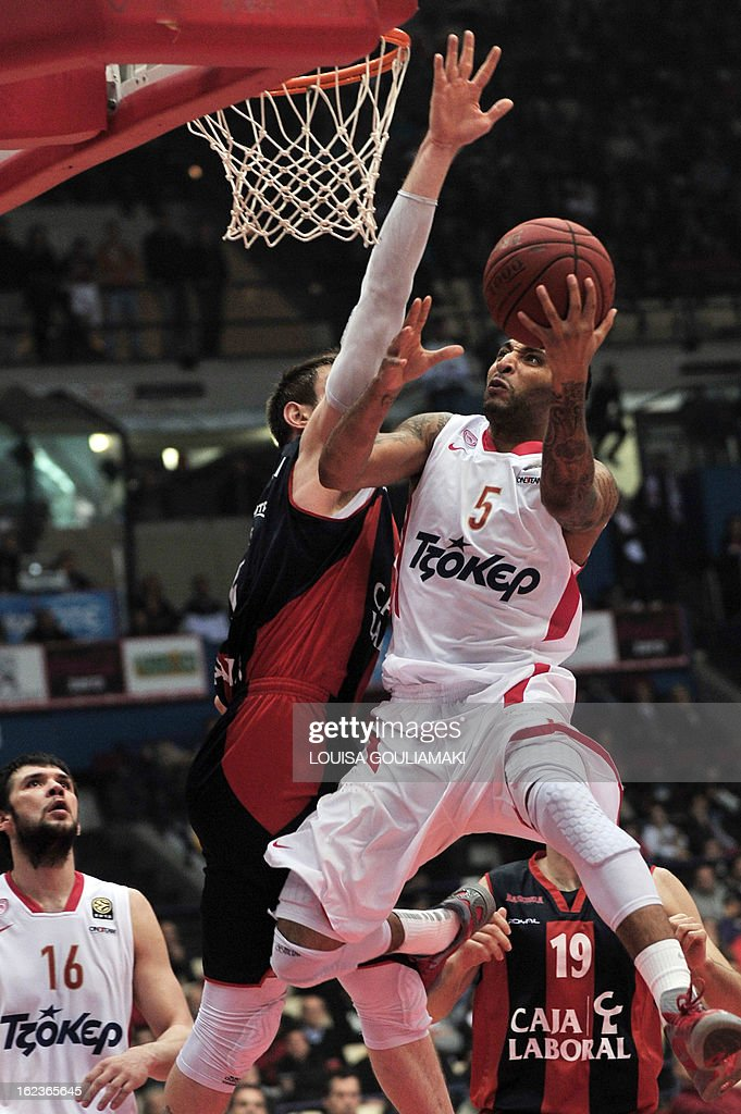 Olympiakos' Piraeus Acie Law (R) scores past Caja Laboral's Andres Nocioni (L) during their Euroleague top 16 match at the Peace and Friendship stadium in Piraeus, near Athens, on February 22, 2013.