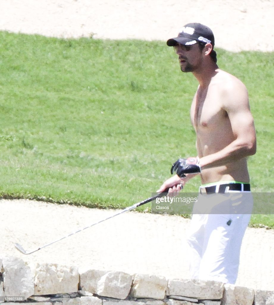 US Olympic athlete Michael Phelps plays golf during holyday on May 23, 2013 in Los Cabos, Mexico.