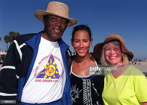 Olympic Beach Volleyball hopeful Jennifer JohnsonJordan poses with father Rafer Johnson the 1960 Olympic Decathlon gold medalist and mother Betsey...
