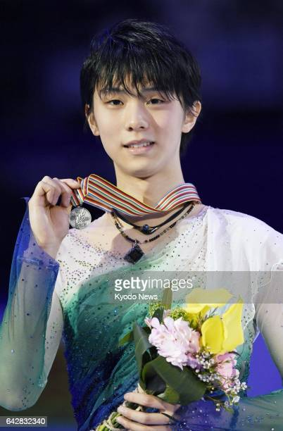 Olympic champion Yuzuru Hanyu of Japan holds up his silver medal at the Four Continents championships in Gangneung South Korea on Feb 19 2017 ==Kyodo