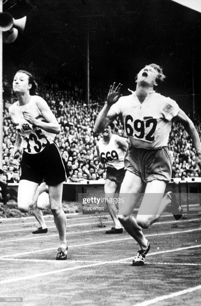 Olympic Games, London, England, 80 Metres Hurdles Final, Holland's Fanny Blankers-Koen wins the gold medal ahead of Great Britain's Gardner who took silver