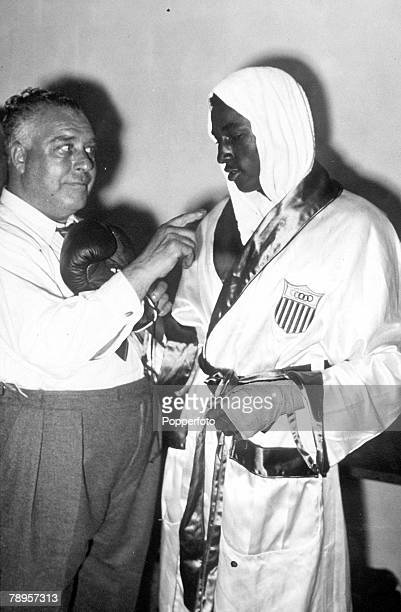 Olympic Games London England Boxing Featherweight USA's E Johnson wearing robes