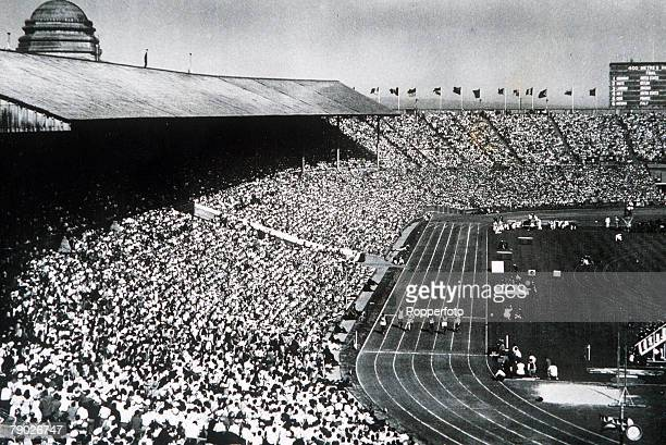Olympic Games London England Men's 100 Metres Final An aerial view of the race won by USA's Harrison Dillard at Wembley Stadium