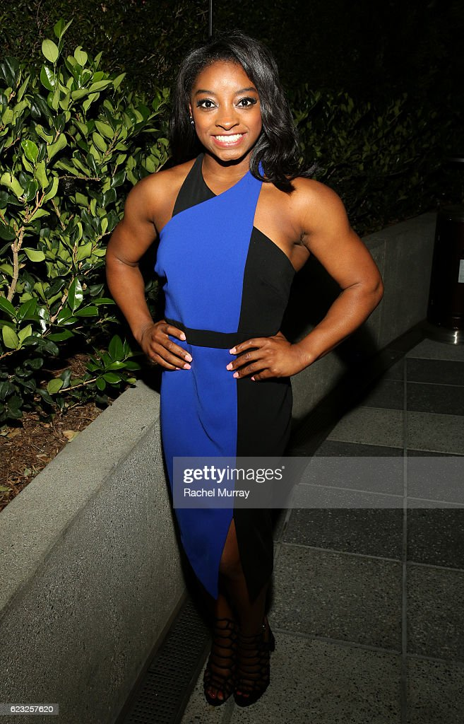olympic-gymnast-simone-biles-attends-glamour-women-of-the-year-2016-picture-id623257620