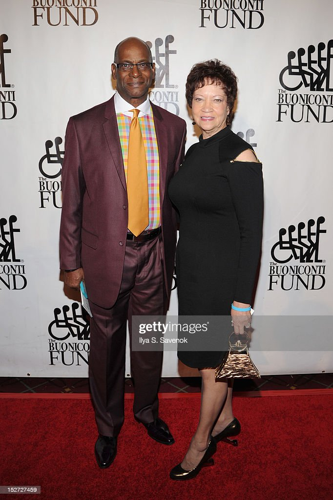 Olympic medalist <a gi-track='captionPersonalityLinkClicked' href=/galleries/search?phrase=Bob+Beamon&family=editorial&specificpeople=911182 ng-click='$event.stopPropagation()'>Bob Beamon</a> (L) and wife Rhonda attend the 27th Annual Great Sports Legends Dinner to benefit the Buoniconti Fund to Cure Paralysis at The Waldorf=Astoria on September 24, 2012 in New York City.