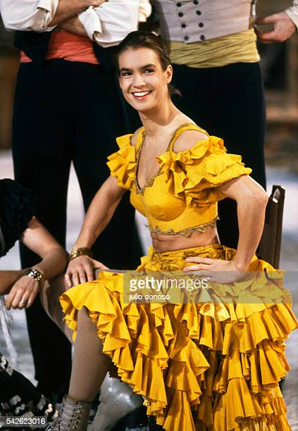 Olympic medalist Katarina Witt stars in the 1990 television program Carmen on Ice The program filmed by Horant H Hohlfeld is based on Georges Bizet's...
