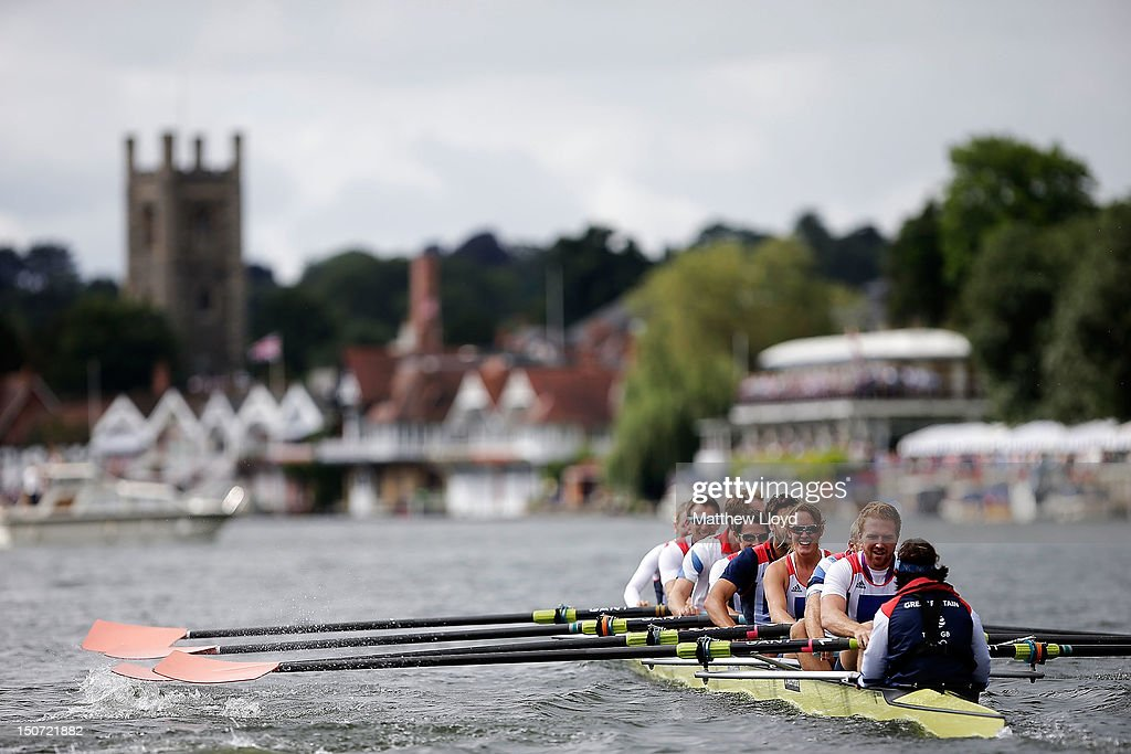 Olympic rowing medallists from the Leander club perform a celebratory row past crowds on August 25 2012 in HenleyonThames England Twelve athletes...