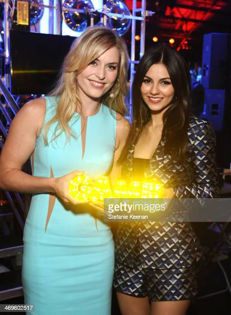 Olympic skier Lindsey Vonn with her Queen of the Slopes award and actress Victoria Justice during Cartoon Network's fourth annual Hall of Game Awards...
