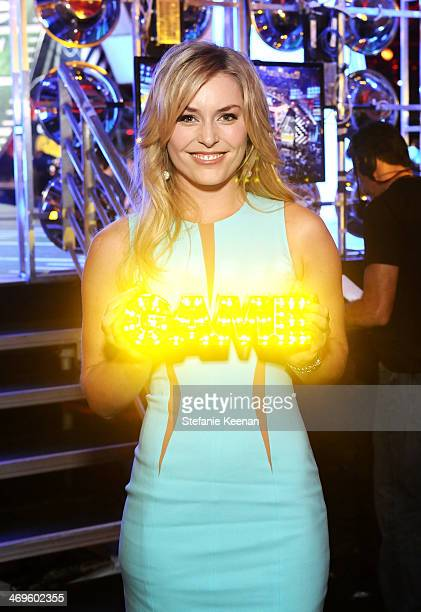 Olympic skier Lindsey Vonn with her Queen of the Slopes award during Cartoon Network's fourth annual Hall of Game Awards at Barker Hangar on February...