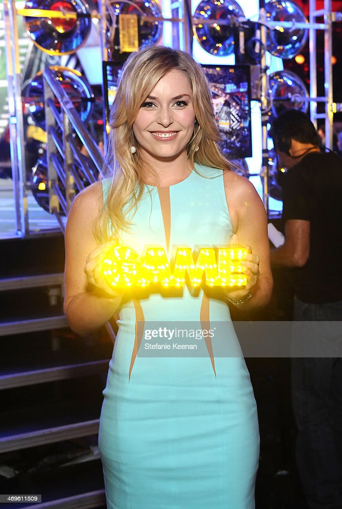 Olympic skier Lindsey Vonn with her Queen of the Slopes award during Cartoon Network's fourth annual Hall of Game Awards at Barker Hangar on February 15, 2014 in Santa Monica, California.