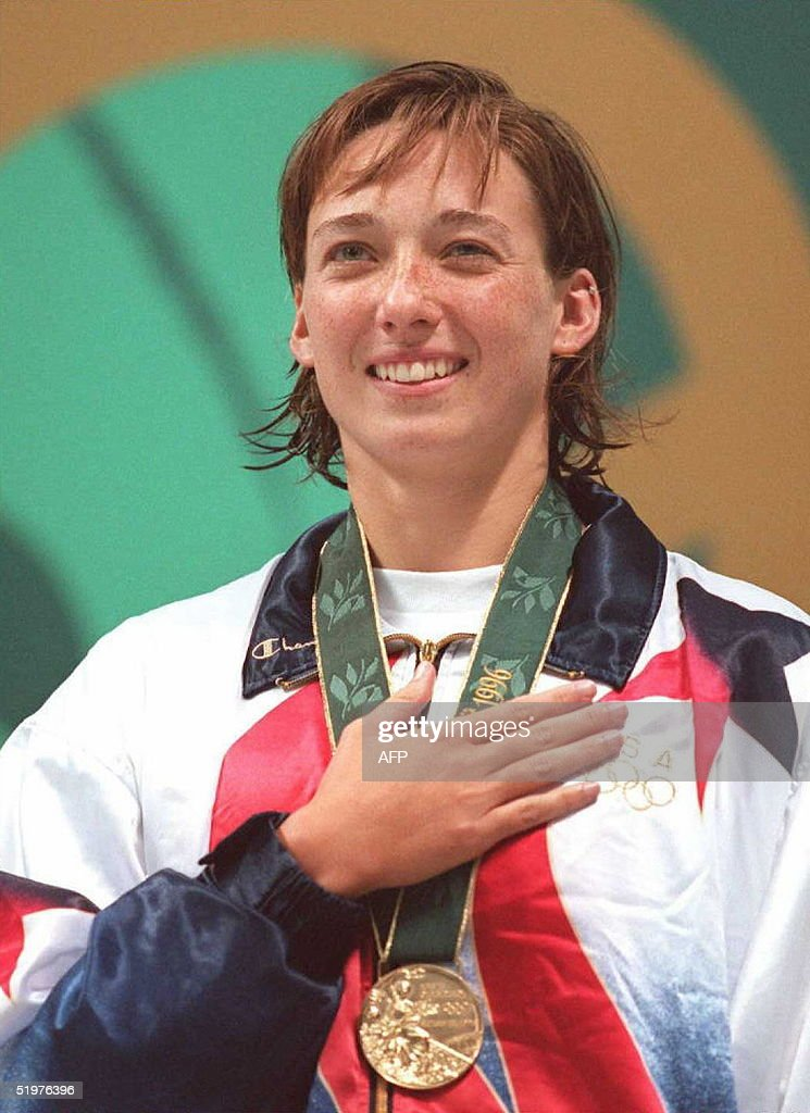 Sings the national anthem at awards ceremony for women s 50m freestyle