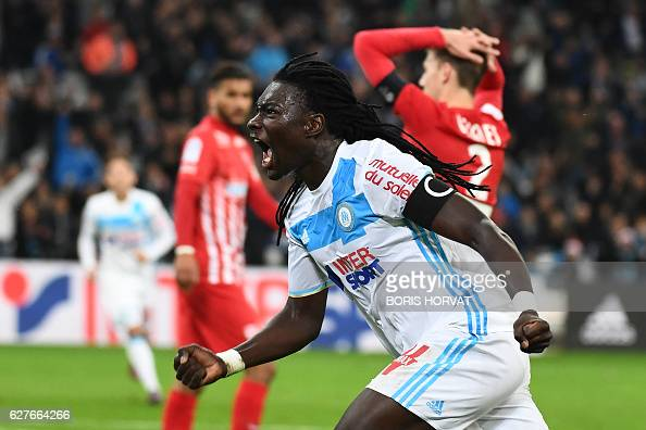 TOPSHOT Olympique de Marseille's French forward Bafetimbi Gomis celebrates after scoring a goal during the French L1 football match Olympique of...