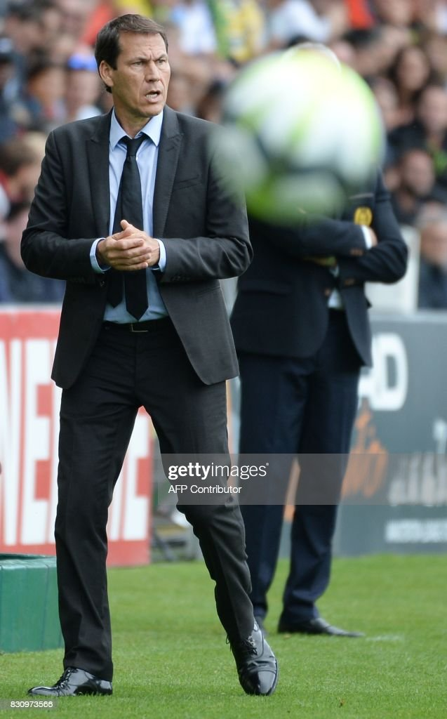 Olympique de Marseille's French head coach Rudi Garcia looks on during the French Ligue 1 football match between Nantes (FCN) and Olympique de Marseille (OM) on August 12, 2017 at Beaujoire stadium, in Nantes, western France. /