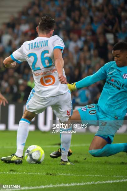 Olympique de Marseille's French midfielder Florian Thauvin scores despite Toulouse's French goalkeeper Alban Lafont during the French L1 football...
