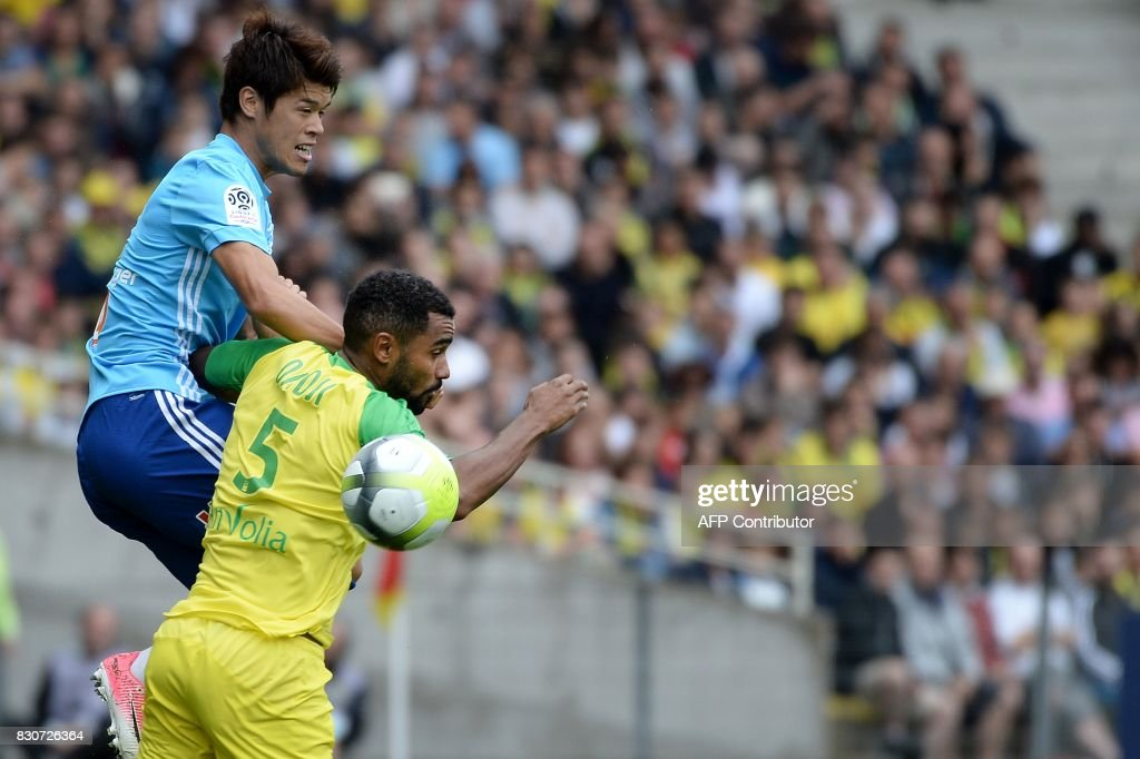 Olympique de Marseille's Japanese defender Hiroki Sakai (L) vies with Nantes' French defender Koffi Djidji during the French Ligue 1 football match between Nantes (FCN) and Olympique de Marseille (OM) on August 12, 2017 at Beaujoire stadium, in Nantes, western France. /