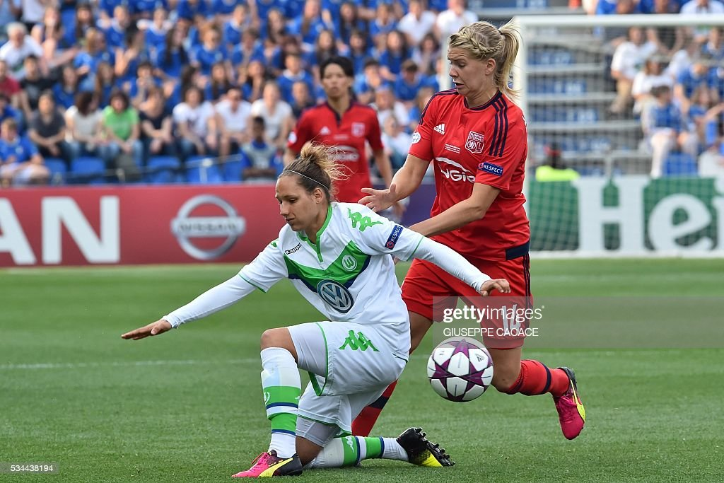 Olympique Lyonnais' forward from Norway Ada Hegerberg (R) fights for the ball with Wolfsburg's defender from Germany Babett Peter during the UEFA Women's Champions League Final football match VFL Wolfsburg vs Lyon at the Citta del Tricolore stadium in Reggio Emilia on May 26, 2016. / AFP / GIUSEPPE