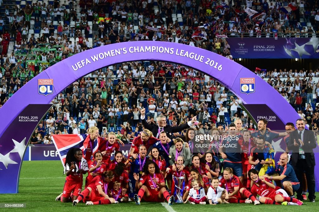 Olympique Lyonnais' players celebrate after winning the UEFA Women's Champions League Final football match VFL Wolfsburg vs Lyon at the Citta del Tricolore stadium in Reggio Emilia on May 26, 2016. Lyon won the final in the penalty shoot-out (4-3; 1-1) / AFP / GIUSEPPE