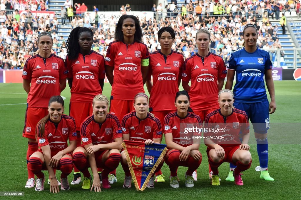 Olympique Lyonnais' team players pose before the UEFA Women's Champions League Final football match VFL Wolfsburg vs Lyon at the Citta del Tricolore stadium in Reggio Emilia on May 26, 2016. / AFP / GIUSEPPE