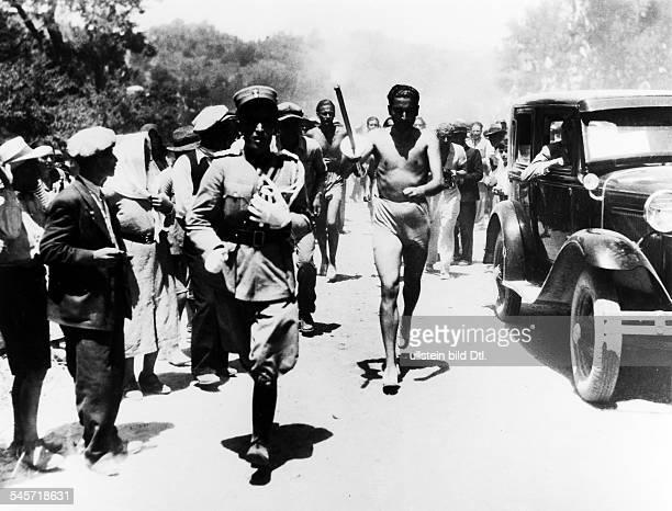 Olympische Spiele 1936 in Berlin erster von Carl Diem initiierter Staffellauf mit dem das Olympische Feuer zum Austragungsort der Spiele gebracht...