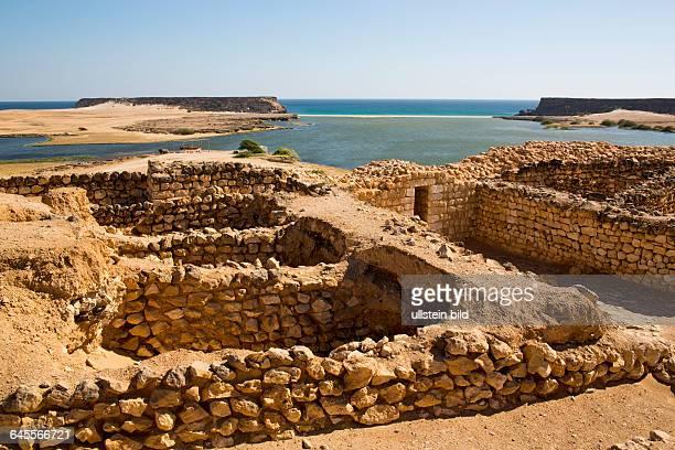 OMN Oman Sultanat Oman Sumhurum Sumhuram Khor Rori 2 Jahrhundert an der Muendung des Wadi Darbat Salalah Dhofar Antiker Hafen alBaliid Arabien Araber...