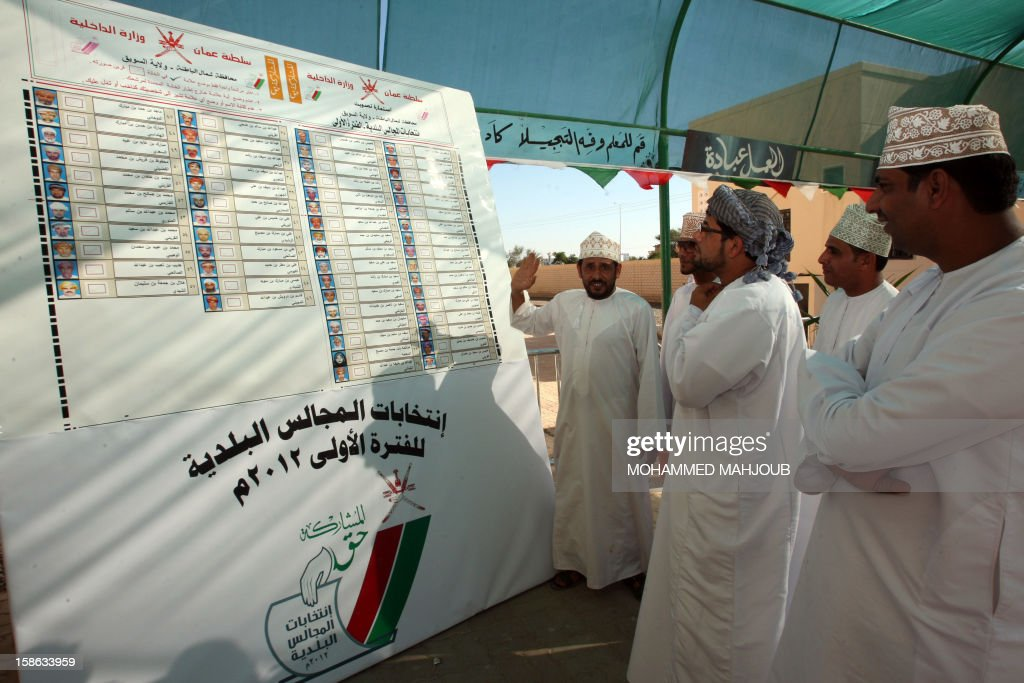 Omani men choose their candidates at a polling station in al-Suwayq district, on December 22, 2012. Omanis went to the polls for the Gulf sultanate's first ever local elections but the 192 elected councillors will have only advisory powers.