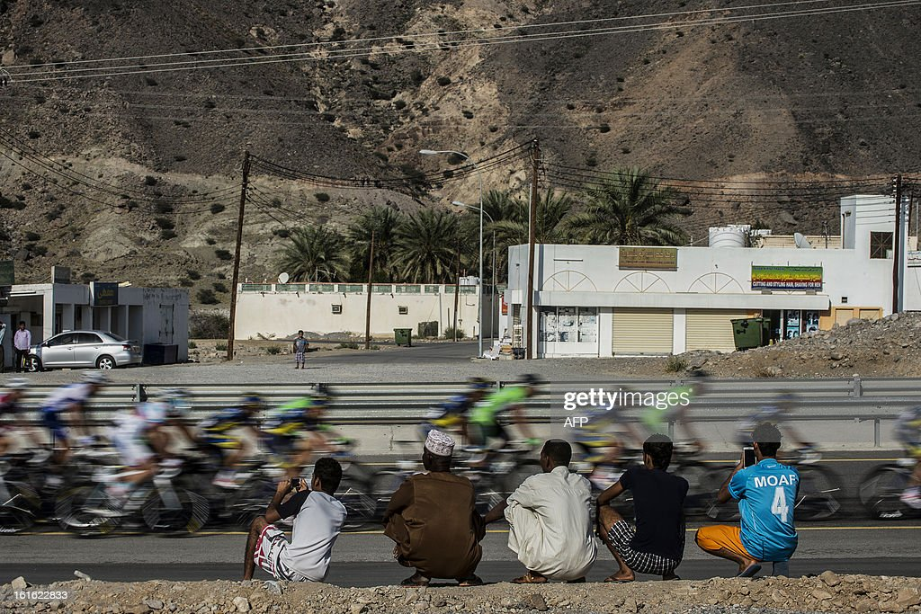 Omanis watch the pack riding during the third stage of the Tour of Oman, from Nakhal Fort to Wadi Dayqah Dam, on February 13, 2013, in Oman. The six-stage race, which follows the Tour of Qatar, won by Britain's Mark Cavendish last week, culminates on February 16 at Matra Corniche.
