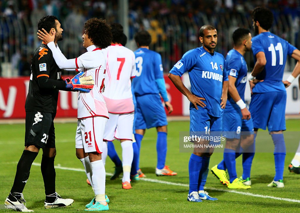Omar Abdelrahman (C-L) of United Arab Emirates tries to calm Kuwait goal keeper Nawaf al-Khaldi during a brief clash, as the teams play in their semi final football match in the 21st Gulf Cup in Manama, on January 15, 2013. UAE won 1-0. AFP PHOTO/MARWAN NAAMANI