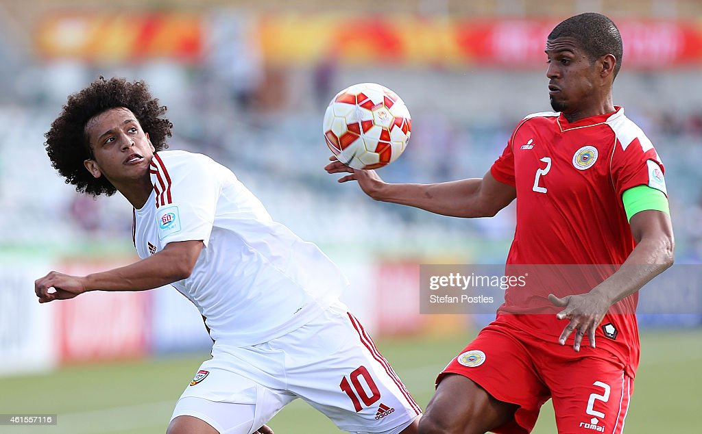 <a gi-track='captionPersonalityLinkClicked' href=/galleries/search?phrase=Omar+Abdulrahman&family=editorial&specificpeople=6420654 ng-click='$event.stopPropagation()'>Omar Abdulrahman</a> of the United Arab Emirates and Mohamed Hasan of Bahrain contest possession during the 2015 Asian Cup match between Bahrain and the UAE at Canberra Stadium on January 15, 2015 in Canberra, Australia.