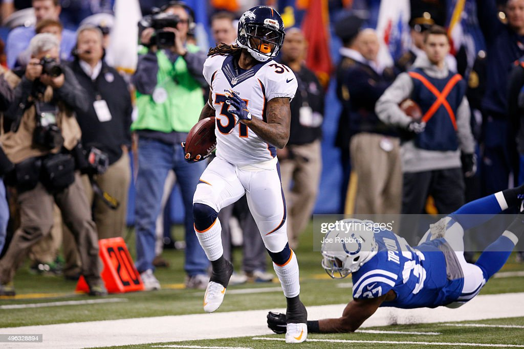 Omar Bolden #31 of the Denver Broncos returns a punt 83 yards for a touchdown against the Indianapolis Colts in the second quarter of the game at Lucas Oil Stadium on November 8, 2015 in Indianapolis, Indiana.