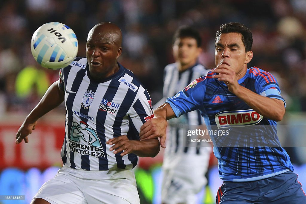 <a gi-track='captionPersonalityLinkClicked' href=/galleries/search?phrase=Omar+Bravo&family=editorial&specificpeople=490964 ng-click='$event.stopPropagation()'>Omar Bravo</a> of Chivas struggles for the ball with <a gi-track='captionPersonalityLinkClicked' href=/galleries/search?phrase=Aquivaldo+Mosquera&family=editorial&specificpeople=624234 ng-click='$event.stopPropagation()'>Aquivaldo Mosquera</a> of Pachuca during a match between Pachuca and Chivas as part of 4th round Apertura 2014 Liga MX at Hidalgo Stadium on August 09, 2014 in Pachuca, Mexico.