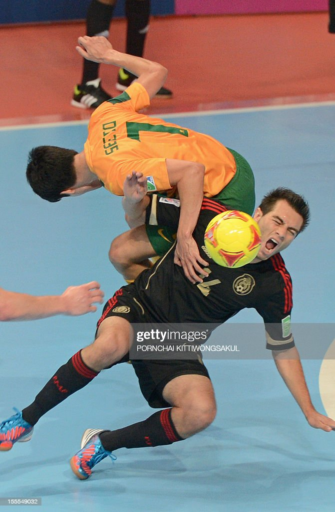 Omar Cervantes of Mexico (R) battles for the ball with Tobias Seeto of Australia (L) during their first round football match of the FIFA Futsal World Cup 2012 in Bangkok on November 5, 2012. AFP PHOTO/PORNCHAI KITTIWONGSAKUL