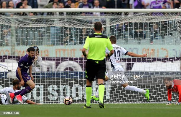 Omar El Kaddouri of Empoli FC scores a goal during the Serie A match between ACF Fiorentina and Empoli FC at Stadio Artemio Franchi on April 15 2017...